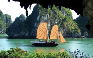 This image is a related visual description of the project 'Vietnam Vacation Planner' that was created by 'Acanela'.